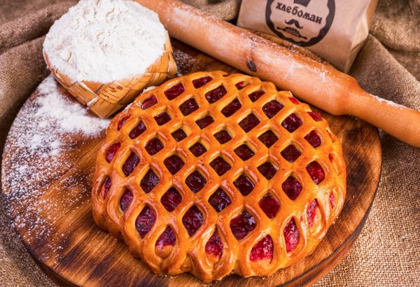 Пирог с конфитюром малина