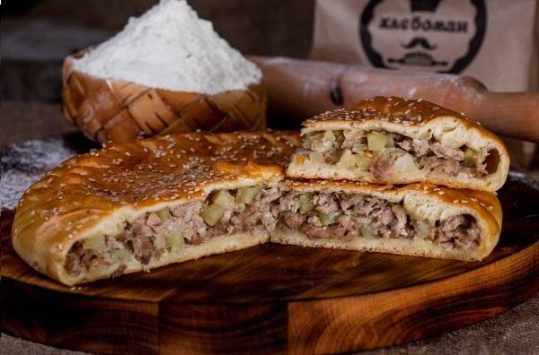 Пирог с мясом (свинина) и картошкой