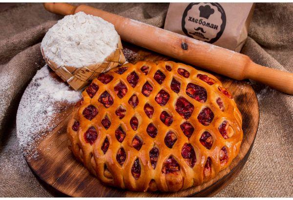 Пирог с брусникой и яблоком