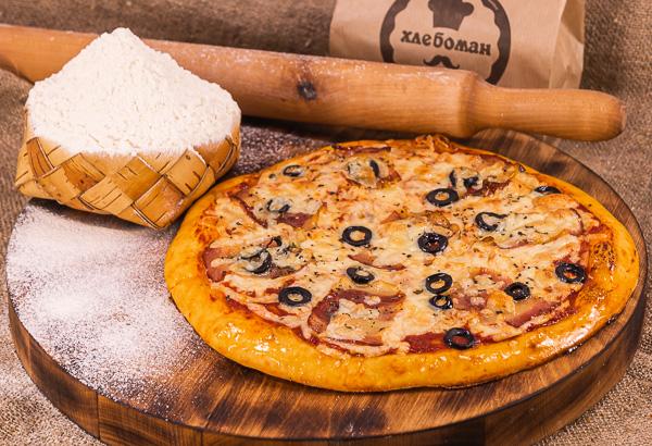 Пицца С БЕКОНОМ И  МАСЛИНАМИ. 30 (см).
