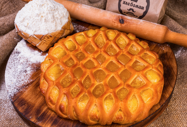 Пирог с конфитюром манго